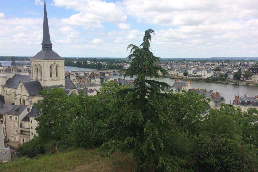 VILLE Eglise St Pierre et la Loire