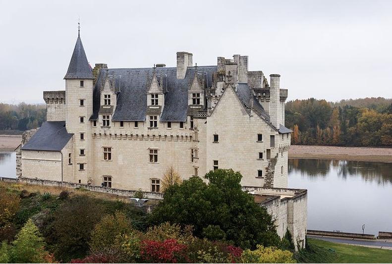 Le château de Montsoreau, unique château construit dans le lit du fleuve royal