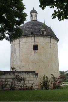 Le colombier cylindrique du château de Brézé pouvant abriter 3700 pigeons