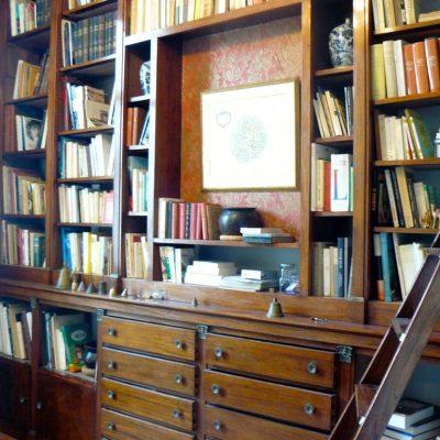 maison-hotes-saumur-bibliotheque-1